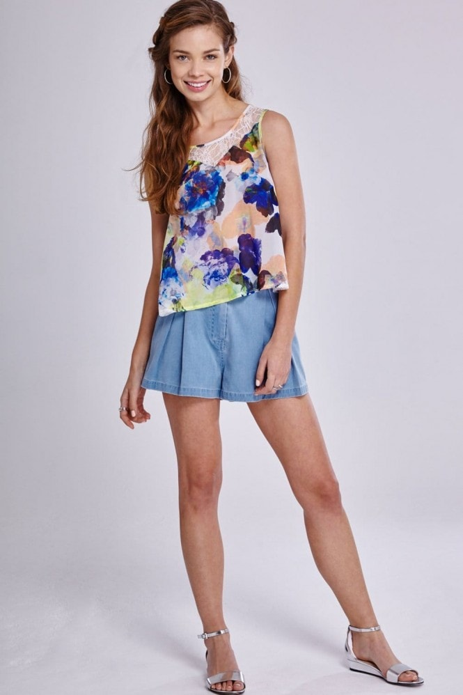 Outlet Girls On Film Denim Pleated High Waisted Shorts
