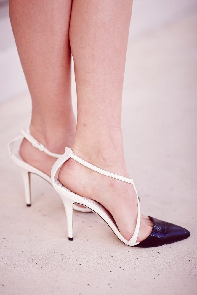 Outlet Paper Dolls Black and White Open Pointed Strap Heels