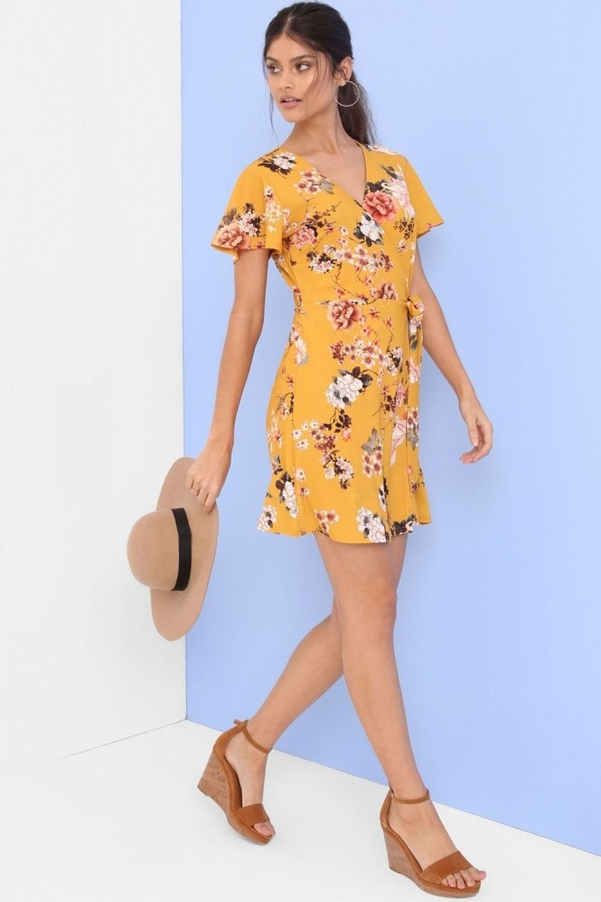 Outlet Girls On Film Yellow Print Shift Dress