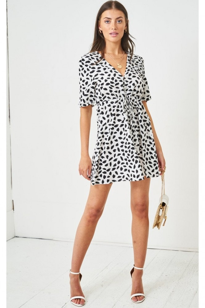 Love Frontrow Leopard Print Short Sleeve Mini Smock Dress | Monochrome 9