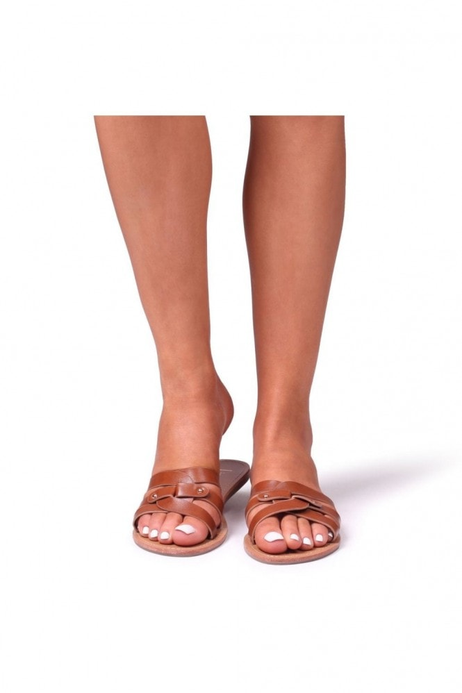 Linzi OPRAH - Tan Nappa Flat Slip On Slider With Link Shaped Front Strap