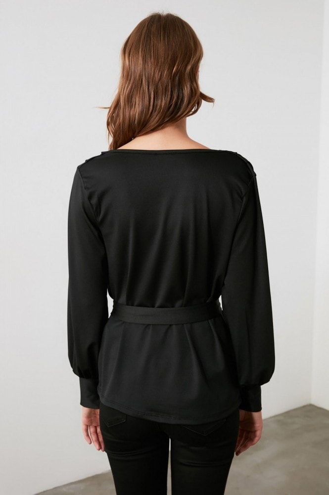 Little Mistress x Trendyol Black Chiffon Collar Knitted Blouse