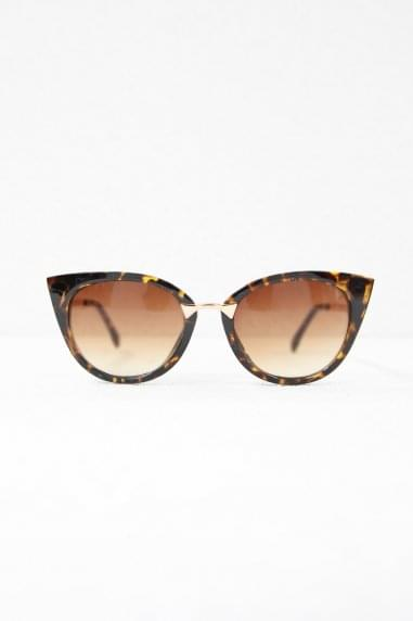 Gigi Cat Eye Sunglasses In Tortoiseshell