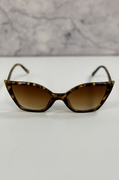 Winne Tortoiseshell Sharp Cat Eye Sunglasses