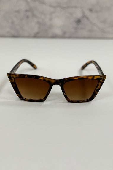 Tortoiseshell Thick Frame Cat-Eye Sunglasses With Tinted Lenses