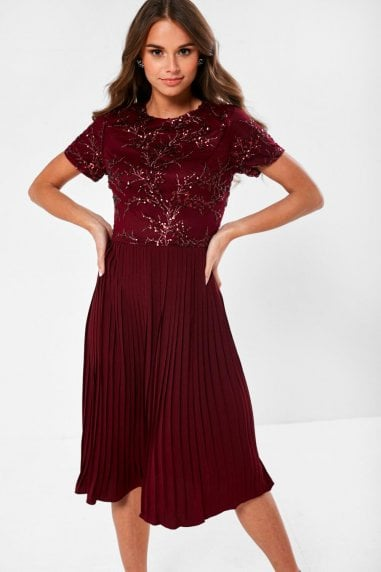 Ariel Sequin Detail Occasion Dress in Wine
