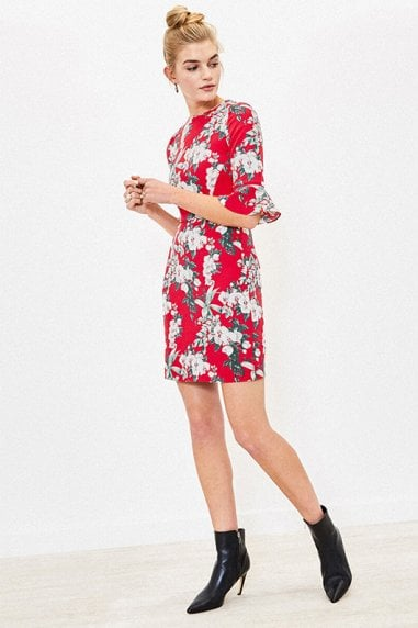 FLORAL FLUTE SLEEVE SHIFT IN MULTI RED