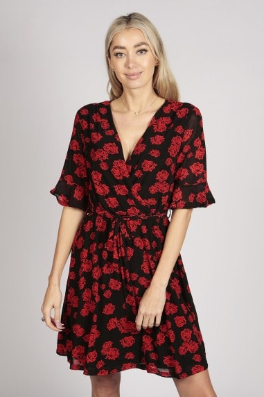 HALF SLEEVE ROSE PRINT LACE WRAP DRESS IN BLACK RED