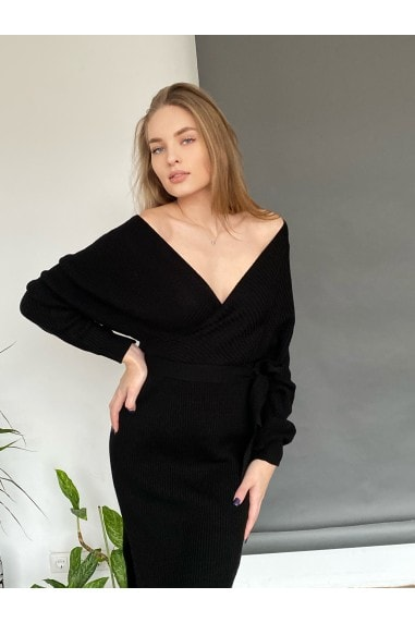Off Shoulders Knitted Wrap midi Dress in Black