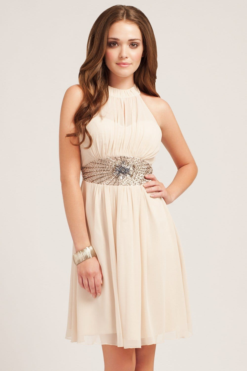 For a night out on the town to a casual summer look, a halter dress can make you ready for nearly any occasion. Perfect for senior proms or any formal event or even a day out for summer shopping, this style will give any woman confidence with a great look and feel.