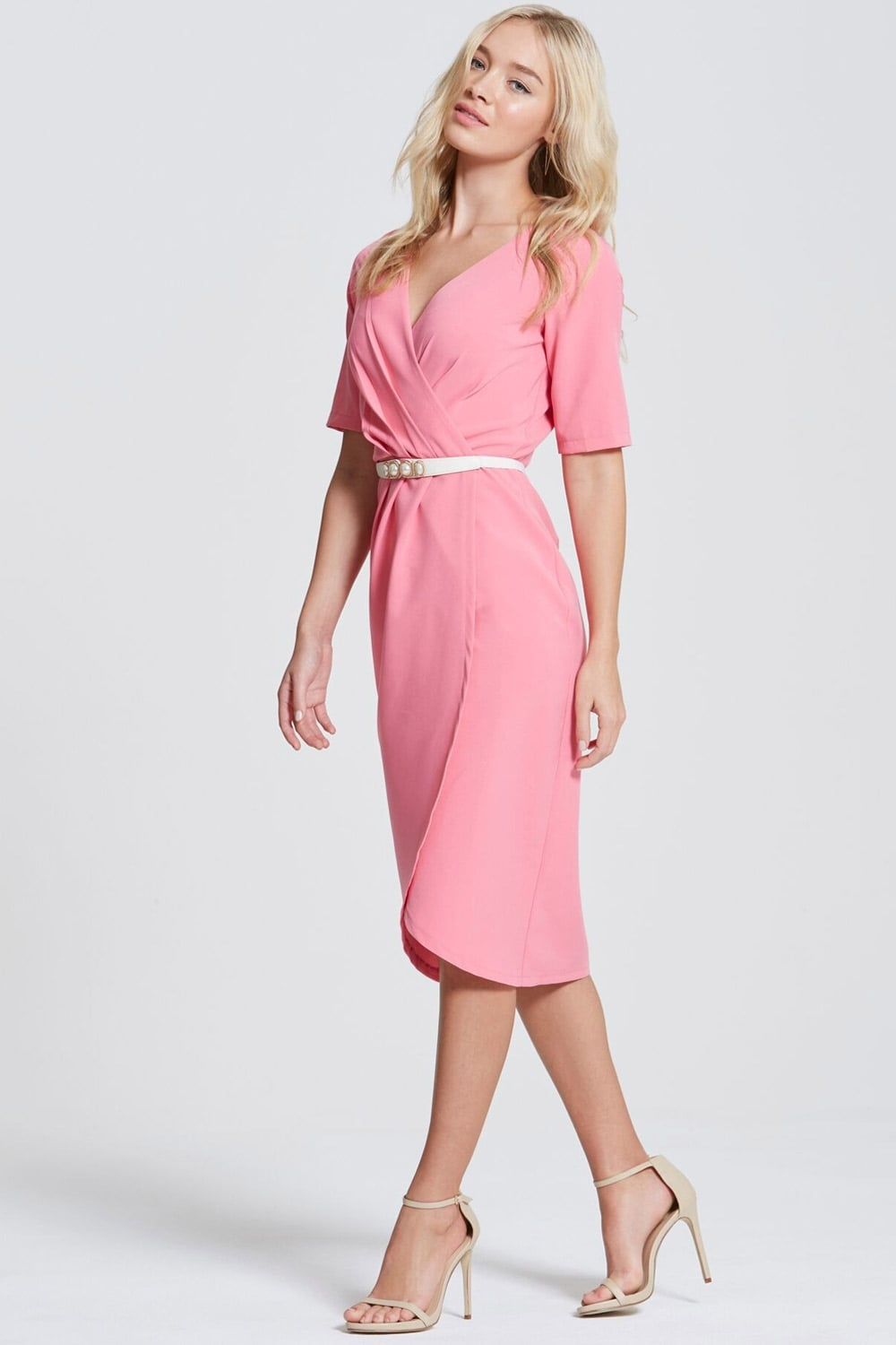 The midi dress has changed a lot since it was first introduced into popular fashion. Today they are bolder and more beautiful than ever. For instance, the one with a pencil skirt bottom shows off a .